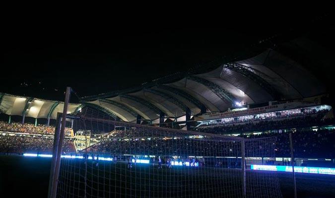 El estadio Metropolitano de Mérida permaneció por 22 minutos a oscuras / Foto EFE