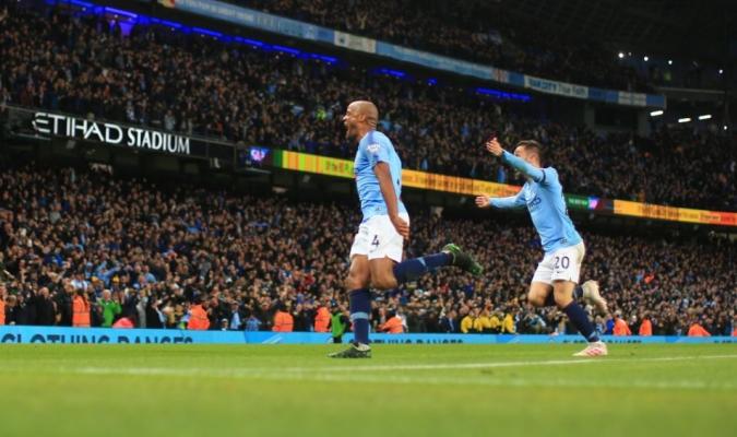 Kompany dió el liderato de la Premier League al Manchester City // Foto: Cortesía