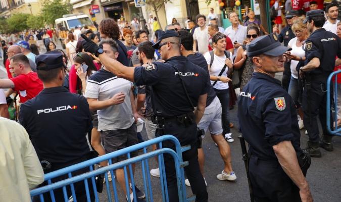 Hinchas ingleses fueron detenidos en Madrid   Foto: AP
