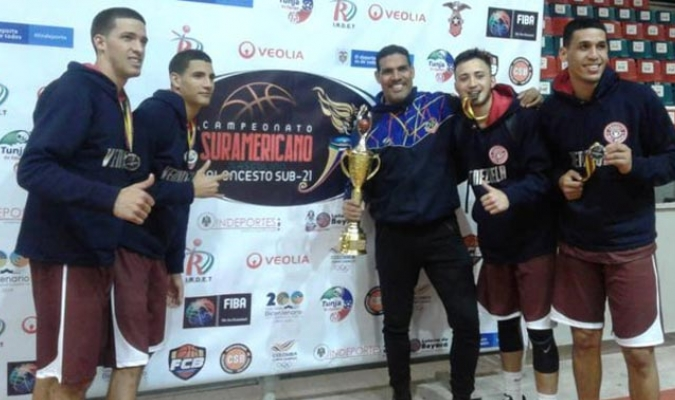 Medalla de plata para Venezuela U21 3X3 masculino / Foto: Twitter (@FVBbasketball)