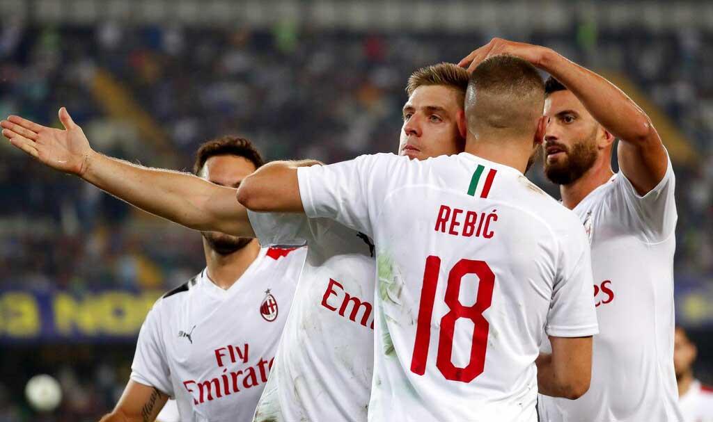 Jugadores del Milan festejan el gol anotado ante Hellas Verona / Foto: AP