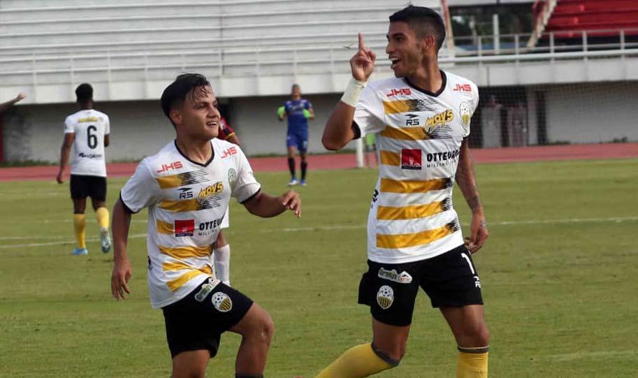 Montero y García festejan el primer tanto / Foto: Twitter (@DvoTachira)