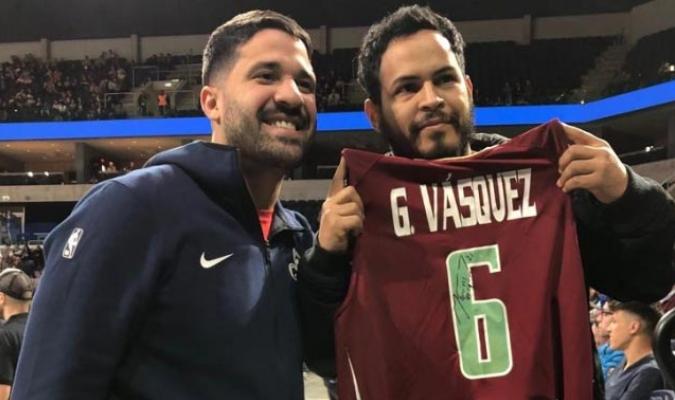 Vásquez compartió con la fanaticada de Uruguay / Foto: Prensa Greivis Vásquez
