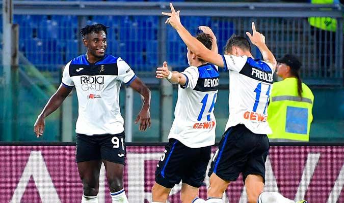 Zapata festeja su gol junto a sus compañeros / Foto: AP