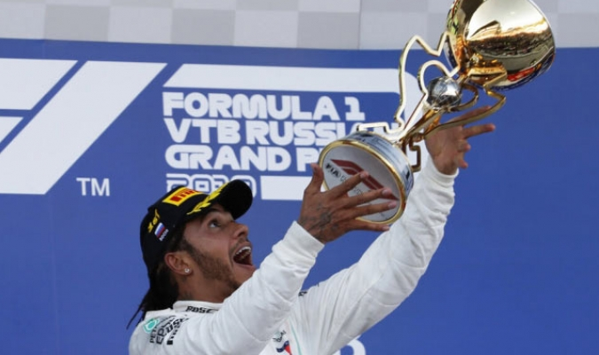 Hamilton tuvo una reacción después de abandono de Vettel /  Foto: AP
