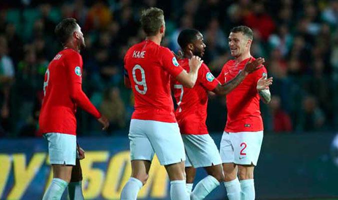 Jugadores ingleses festejan uno de los goles / Foto: EFE