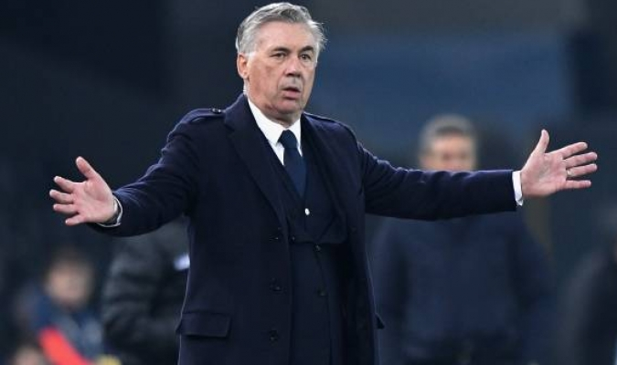 Ancelotti dirige desde el banquillo al Napoli / Foto: cortesía