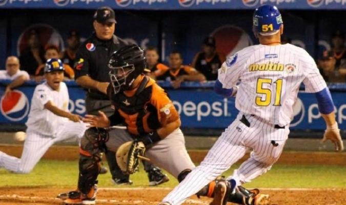 Enfrentamiento entre Caribes y Magallanes / Foto: Cortesía