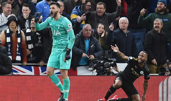 El jugador fingió un penal / Foto: EFE
